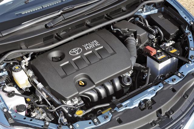 画像: 1.8Lの2ZR-FAE型エンジンはバルブマチックも採用して144psと17.9kgmを発生しながら、10・15モード燃費は16.0km/Lを達成。