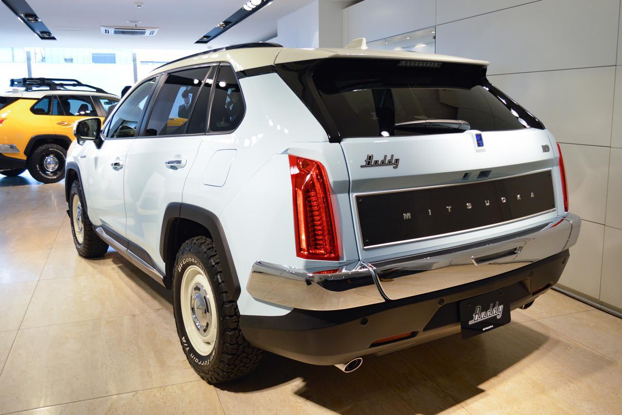 画像: オフロードタイプのホワイトレタータイヤや専用デザインのホイール(いずれもオプション)がヴィンテージ感を増幅させている。
