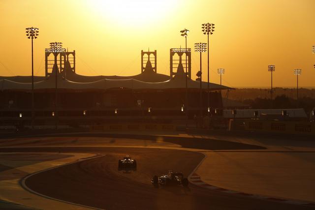 画像: 日中の陽射しを避けて、夕方に決勝レースが開始されるため、トワイライトレースと言われる。