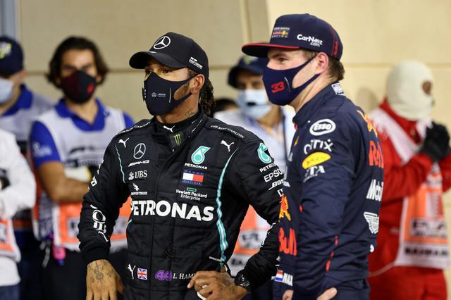 画像: ポールポジションを獲得したハミルトン(左)と予選3位に入ったマックス・フェルスタッペン(レッドブル・ホンダ)。
