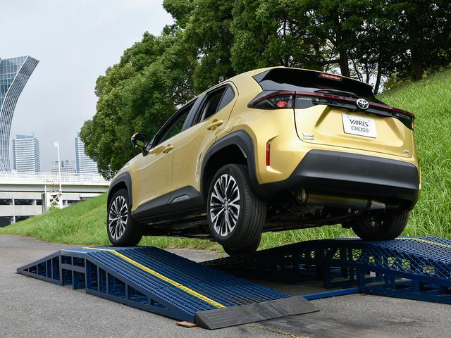 画像: ハイブリッドのE-Four、ガソリンの4WDでバンクやモーグルなどの特設コースも試乗。