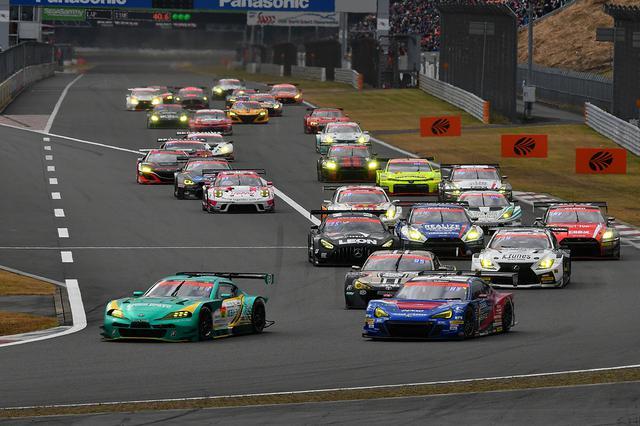 画像: JAF-GT勢がトップ3を形成しレース序盤をリードする。