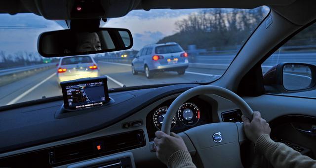 画像: Dセグメントワゴンには実用性の高さだけでなく、それが豊かなライフスタイルをもたらす総合的な魅力があった。ボルボV70 2.5T LEから、BMW325iツーリング、フォルクスワーゲン パサートヴァリアント TSIコンフォートラインを見る。