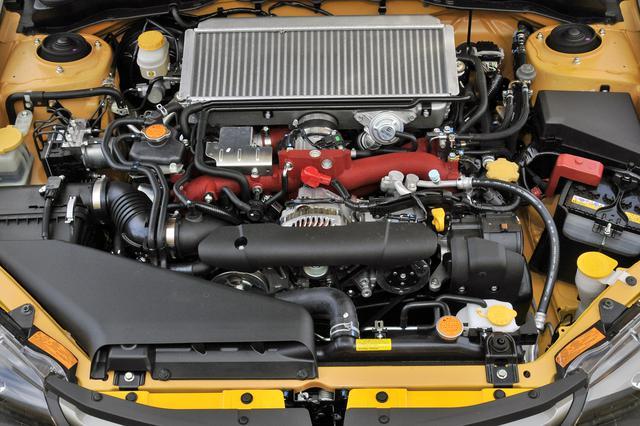 画像: ベース車のSTIにない「インタークーラーウオータースプレー」を装備。夏場の過酷な条件下でも、吸気温度の上昇を抑えて充填効率を高めることで、安定したエンジン性能を発揮。