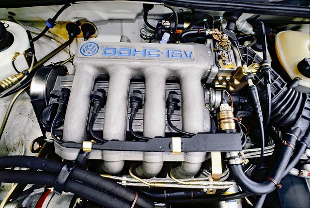 画像: 2代目ゴルフGTIに新たに搭載されたDOHC16バルブ エンジンは、最高出力139psと最大トルク17.1kgmを発生した。