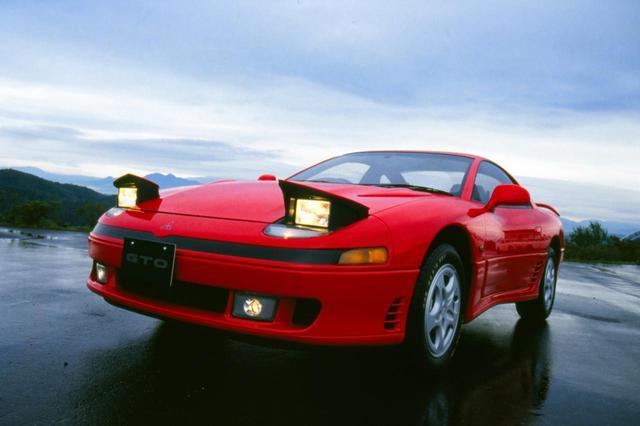 画像: 1990年にデビューした当初はリトラクタブルヘッドライトを採用していたが、後期型では固定式にデザイン変更されていた。