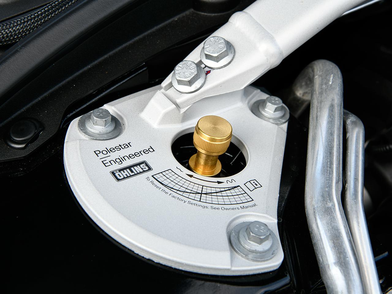 画像: 専用ストラットタワーバーとDFVの減衰力を22段階で調整できるノブがある。