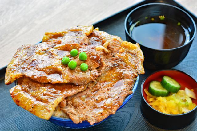 画像: 定食・丼「豚屋」の「市原豚丼」(1200円)は、料理コンテストで生まれた人気メニュー。