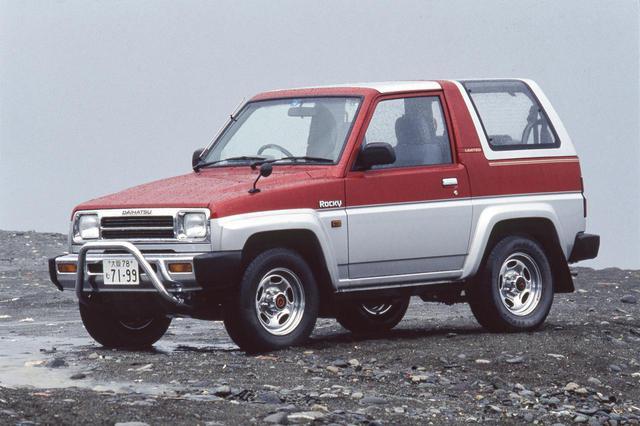 画像: ダイハツ ロッキーは1.6Lの直4エンジンを縦置きされて基本は後輪駆動。パートタイム4WDを選択すれば高い悪路走破性能を楽しむこともできる。(写真は1992年の一部改良で追加されたSX リミテッド)
