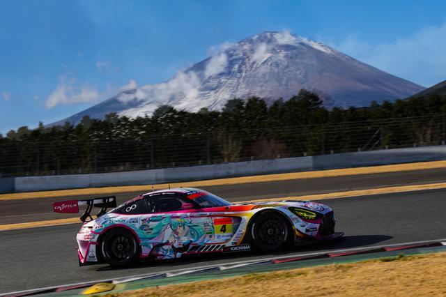 画像: 12月26日、富士スピードウェイのタイムトライアルに挑んだ2021仕様の「グッドスマイル 初音ミク AMG」。
