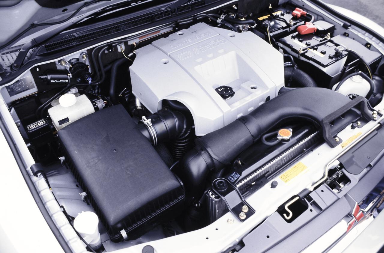 画像: 新開発「4M41型」3199cc 直4ディーゼルエンジンはインタークーラーターボを搭載し、最高出力175ps/最大トルク39.0kgmを発生した。