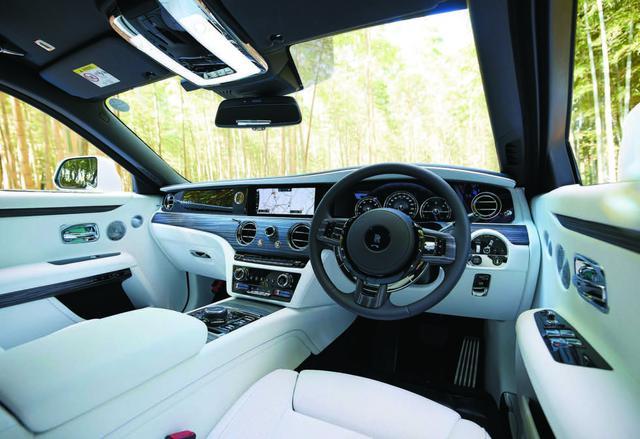 画像: 車内の静粛性は防音スタジオ級だという。またインテリアには厳選された上質のレザー、ウッド、メタルが使われる。