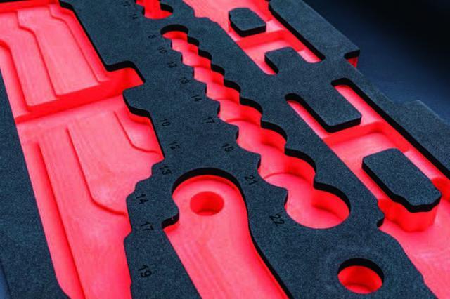 画像: ソケットの収納部には大きさが刻印され、さらにそれぞれ高さも変えられトップの位置が揃うようになっている。
