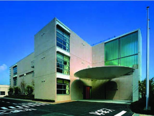 画像: 2003年にオープンした「KTCものづくり技術館」。この中に、タイトル写真にあるように工具がディスプレイされている。