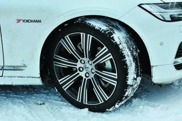 画像: 今回の雪上試乗会ではヨコハマのスタッドレスタイヤ、ice GUARD6を装着。雪道も安心だった。