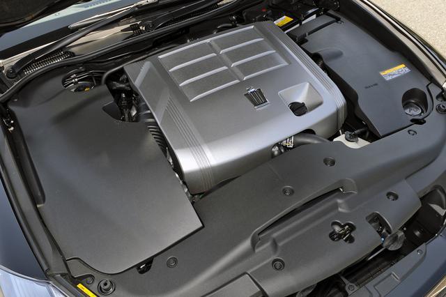 画像: 2.5LのV6エンジンはレギュラーガソリン仕様となりパワースペックは少しダウンしたが燃費は向上した。