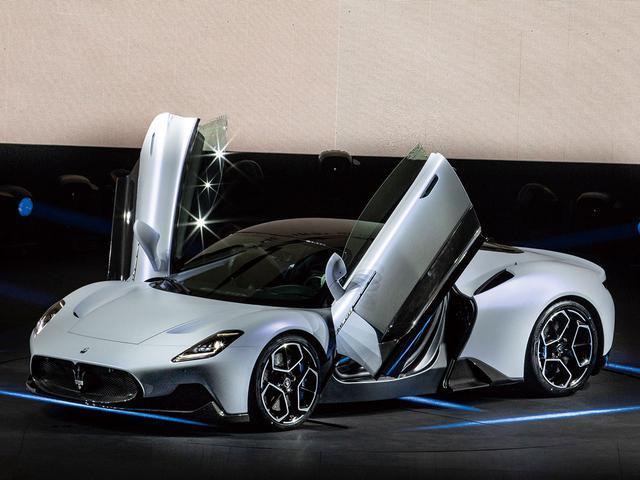 画像: マセラティから新型ミッドシップスーパースポーツカー「MC20」が2020年9月に発表された。エンジンは「Nettuno(ネットゥーノ=イタリア語で海神ネプチューンを意味する)」と名づけられた完全新設計となる3L V6ツインターボエンジンは630ps/730Nmを発生。100km/hまで2.9秒で加速する実力を持つ。