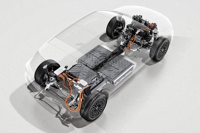 画像: EQA250はFWD。バッテリーはキャビンの床下に敷き詰められている。
