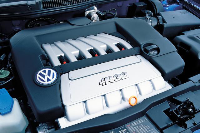 画像: R32に搭載された3.2LのVR6エンジン。従来までのVR6とはヘッド部分のデザインが変わっている。