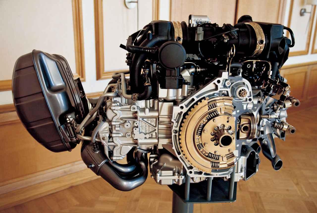 画像: DFIエンジンの特徴は、構成コンポーネント数を約40%削減してエンジン高を抑制し組み立ての簡素化を実現、さらに装着位置が下がり重心が低くなったことにある。
