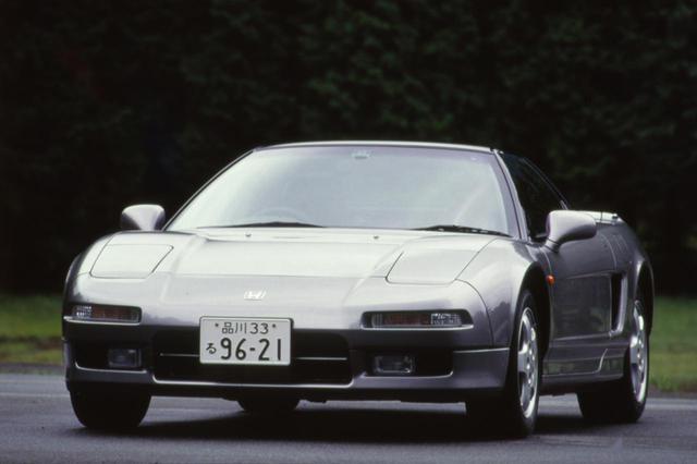 画像: 1990年に登場した和製スーパーカー、ホンダ NSX。全高は1170mmしかないローフォルムだった。