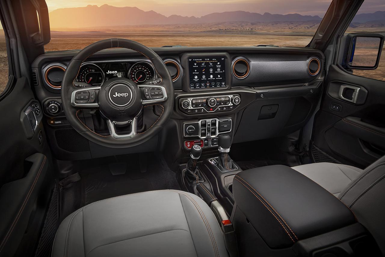 画像: SUVで多く用いられるt字型をベースにインフォテイメントシステム、デュアルオートエアコン、Blutooth対応オーディオを装備し、現代的な快適さを実現している。