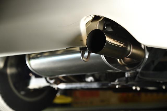 画像: NA系ロードスター全車に装着可能なステンレス製マフラーのパイプ径は直径50.8mm、テール径は70mm。価格8万3000円。