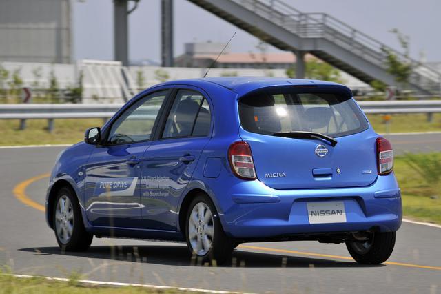 画像: スーパーチャージャーからイメージされる強トルク感よりも、極めてスムーズにスピードに乗る感覚だ。