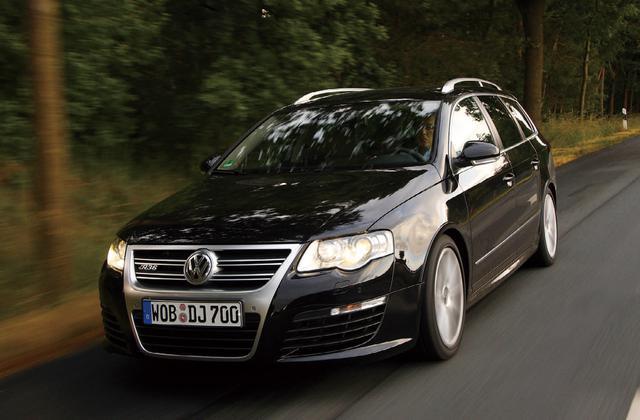 画像: パサートヴァリアントR36は、VWインディビデュアル社が手がけたスペシャルモデル。エクステリアはRS6やAMGモデルと比べると控えめだ。