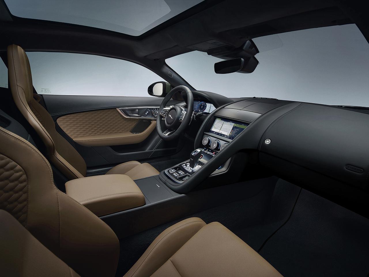 画像: SVビスポークが世界限定60台で生産するFタイプ ヘリテージ 60 エディション。インテリアは「キャラウェイ/エボニー」のドュオトーンウィンザーレザー。