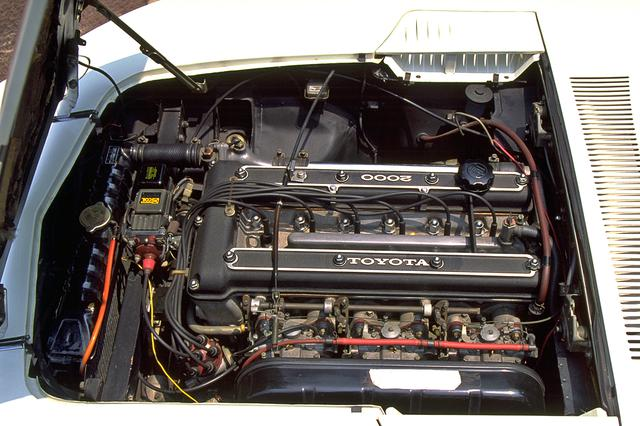 画像: トヨタ 2000GTは、クラウン用のM型エンジンをヤマハがチューンし、ヘッドをDOHC化した3M型エンジンを搭載していた。