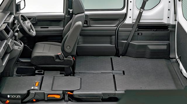 画像: 助手席&荷室フラットモードなど、商用バンとしての使い勝手の高さに変わりはない。