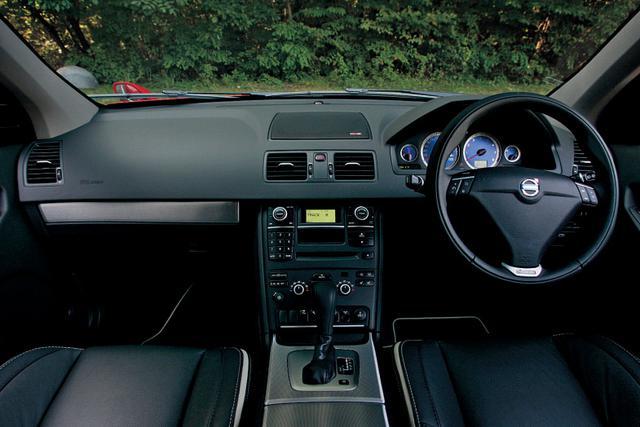 画像: VCC(ボルボ カーズ コーポレーション)のスペシャルビークルチームが開発した限定車XC90 3.2 Rデザイン。Rデザインの「R」はRacingではなく、Refinement(洗練)を意味する。