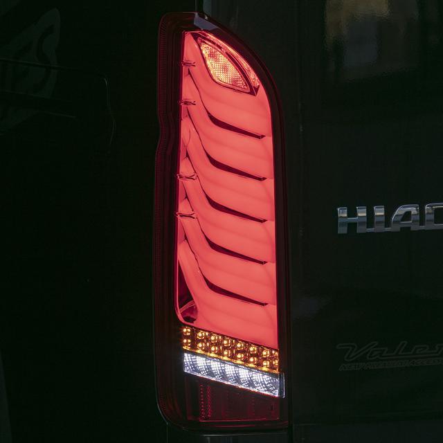 画像: 3D形状のLEDライトバーによるスモールランプが幻想的なリアビューを演出する。