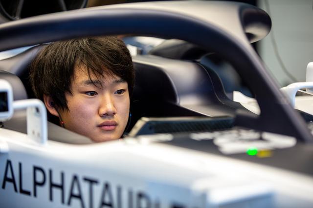 画像: いよいよF1デビューが近づいてきた角田裕毅(アルファタウリ・ホンダ)。どんな走りを見せてくれるのか、楽しみがふくらむ。