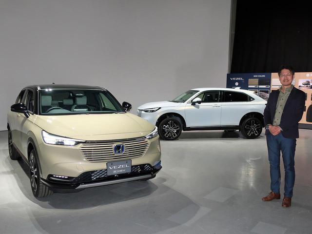 画像: 新型ヴェゼルの商品開発責任者である岡部宏二郎氏と、「PLaY(写真左)」と「Z」。