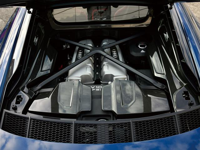 画像: FSI(筒内直接噴射)化されたV10エンジン。低負荷時は片バンクのみの動作も行う。