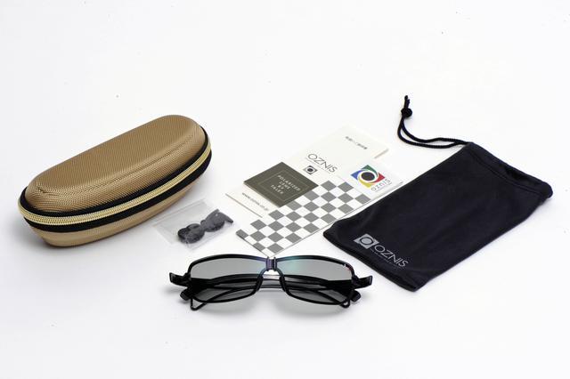 画像: OZNISのロゴが入ったケースや3種類のノーズパット、取扱説明書などを付属している。