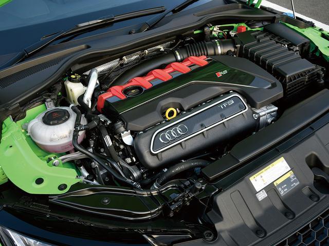 画像: クランクケースのアルミ素材化や大容量ターボチャージャーの採用などによって、2.5Lで400psを発生する。