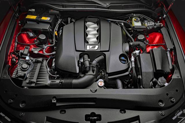 画像: 472hpと536Nmを発生する5LのV8エンジンを搭載。