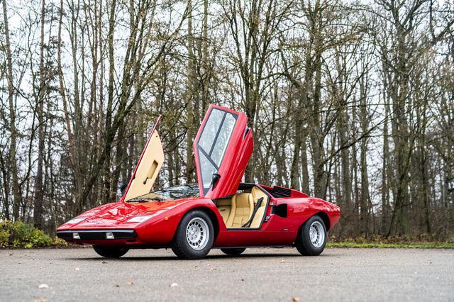 画像: ロッド・スチュワートの愛車だったこともある由緒正しいカウンタックLP400は約1億80万円で落札。