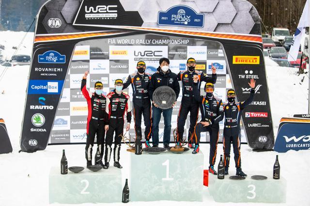 画像: WRC第2戦アークティック・ラリー・フィンランドの表彰台。ヒュンダイが1位と3位の座を獲得。スノーラリーを得意とする3人が表彰台に上がった。