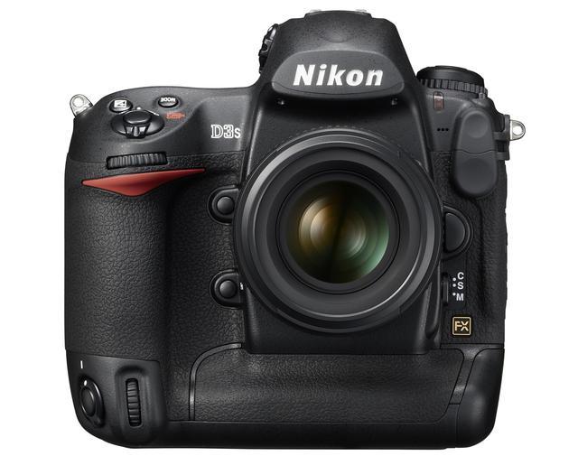 画像: この車名から、どうしてもニコン D3sを連想してしまう。2009年に発売されたデジタルカメラで1210万画素フルサイズセンサーを搭載。9コマ/秒の高速連写も可能なプロ用デジタル一眼レフカメラである。