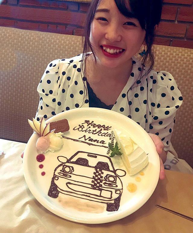 画像: 誕生日に、ロードスターの助手席が大好きという友人が、石川県のレストランを予約してくれ、ロードスタープレートのサプライズプレゼントまで用意してくれていた。