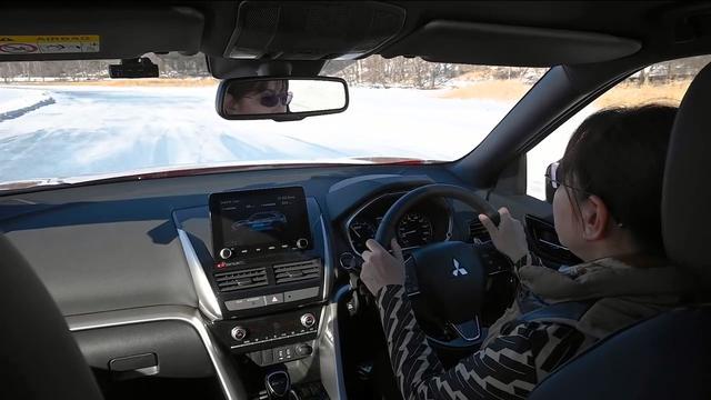 画像: 【動画】竹岡 圭のクルマdeムービー「三菱エクリプス クロスPHEV氷上雪上インプレ」(2021年2月放映)