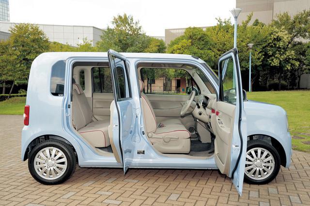 画像: 室内空間は軽自動車の重要なポイント。ムーヴタントの全高はタントより10cm低いが、快適でラクチン。シートアレンジもよく考えられている。