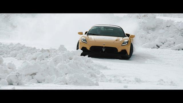 画像: マセラティ MC20 雪上テスト公式動画(Maserati MC20 Cold Test) youtu.be