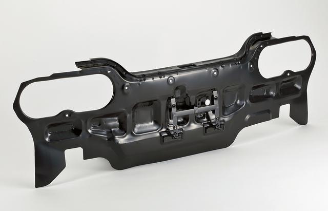画像: 新技術によって商品化された、R32 GT-Rのリアパネル。