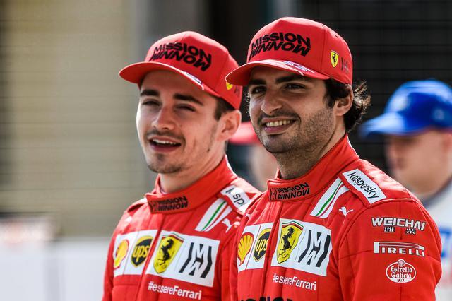 画像: 2020年、不振にあえいだフェラーリはシャルル・ルクレール(左)とカルロス・サインツで復活を期す。