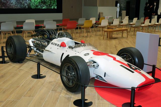 画像: レーシングホワイトにレッドストライプ、そして日の丸という日本のナショナルカラーが懐かしい。3Lの90度V12エンジンは420hp以上/11500rpmを発生した。